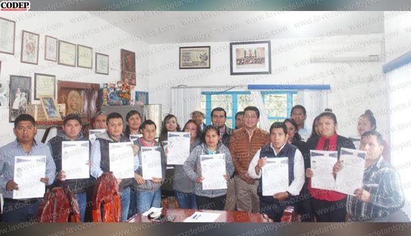 Entrega rector títulos profesionales a egresados de la Universidad Huasteca Veracruzana | LVDT