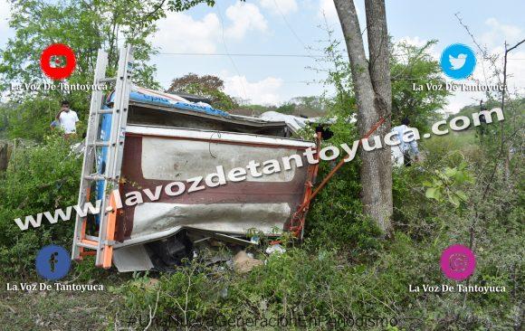 Vuelca camioneta de Telmex en Tantoyuca; un lesionado | LVDT