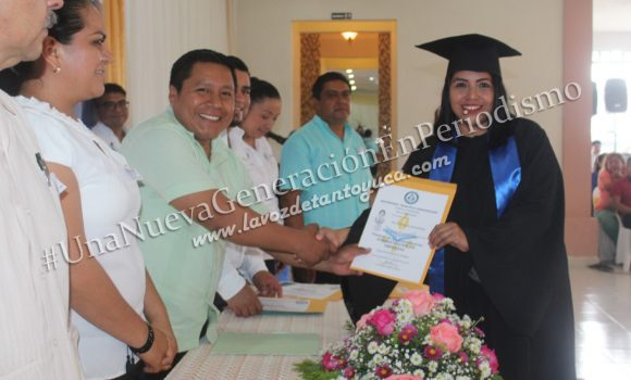 Egresan alumnos de la Universidad Huasteca Veracruzana, en Chicontepec | LVDT