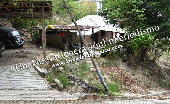 Pipa de agua destroza postes de Telmex en Tantoyuca | LVDT