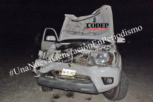 Destroza su camioneta tras chocar con una vaca en la Alazán – Canoas   LVDT