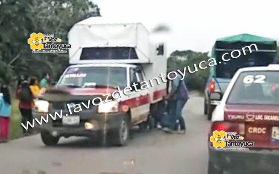 Se le zafa la llanta a camioneta pasajera | LVDT