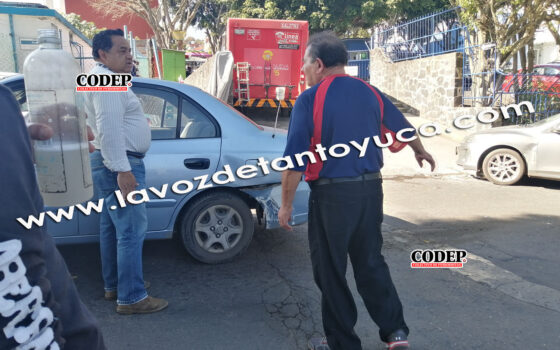 Percance vial deja solo daños materiales, en Xalapa | LVDT