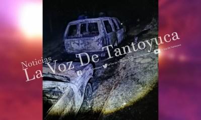 Por un presunto corto circuito se incendian dos vehículos en Ixcatepec   LVDT