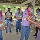 Entrega alcalde de Chicontepec despensas a familias de Ahuica, Ayoco, Chamola y Cuamixtla   LVDT