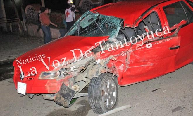 Ebrios chocan contra camioneta pasajera y huyen | LVDT