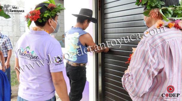 Entrega Pedro Adrián Martínez Estrada cuartos dormitorios en Las Guiras y en Tecuapa | LVDT