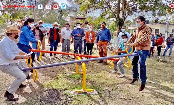 Instala Gobierno Municipal juegos infantiles en Tlacolula | LVDT