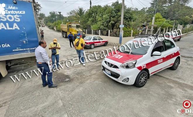 Choque de taxis deja solo daños materiales   LVDT