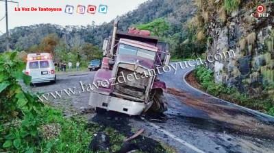 Torton y camioneta se estampan en la sierra   LVDT