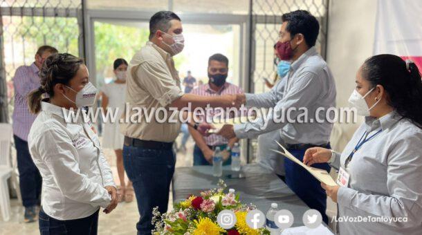 Recibe Roberto San Román constancia de mayoría en Tantoyuca
