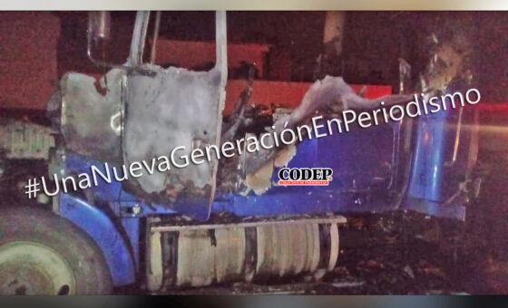 Tráiler es consumido por el fuego; conductor resultó ileso | LVDT