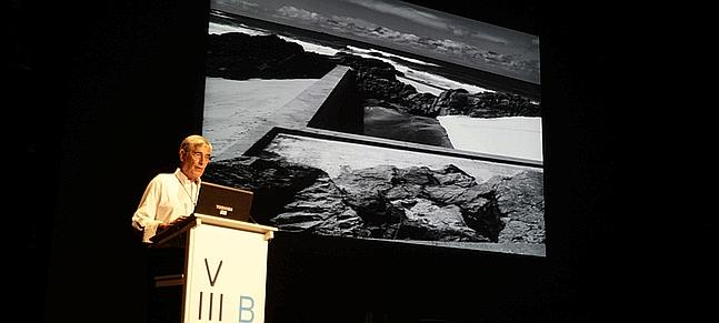 Álvaro Siza Vieira durante su intervención en la BIAU 2012 - Foto: www.lavozdigital.es