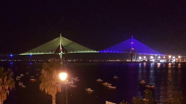 VDEO As se ilumina el segundo puente de Cdiz