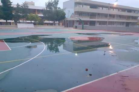 Γυμνάσιο – Λύκειο Κερατέας: Aκατάλληλα τα «ολοκαίνουργα» γήπεδα των δύο σχολείων