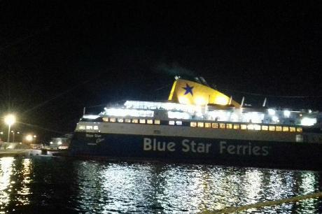 Έκτακτη προσσέγγιση του Blue Star Χίος στο Λαύριο