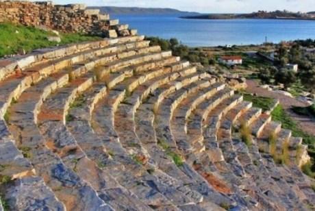 Το Αρχαίο θέατρο Θορικού καταρρέει