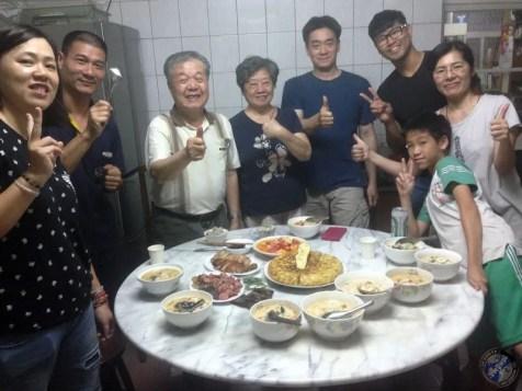 Foto de familia: Tai Chen, Ben, Huan, James, Garry, Jill y Beck