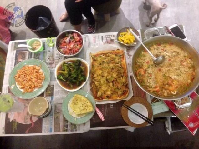 Mesa preparada para cenar