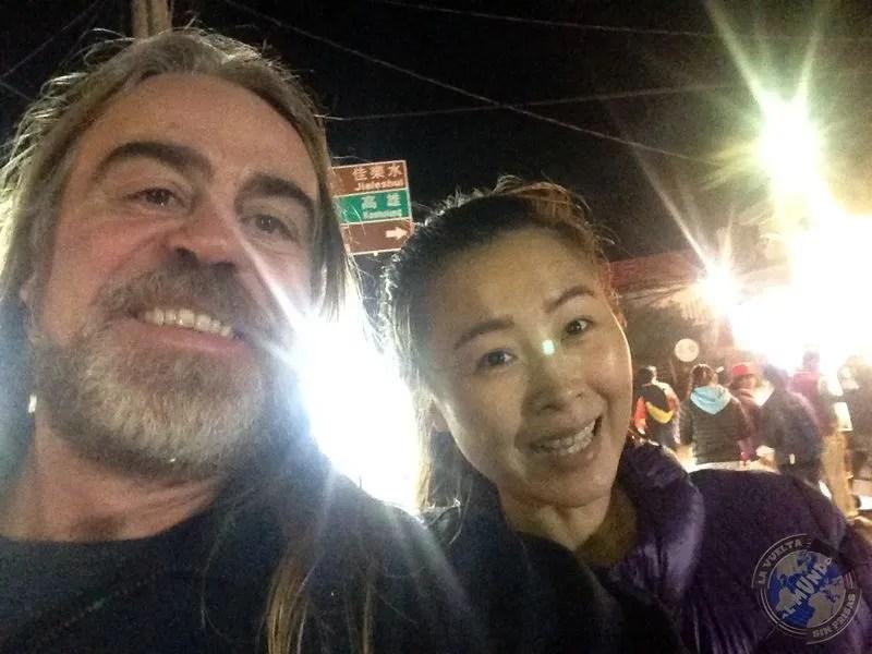 Con Sandra en el paseo nocturno
