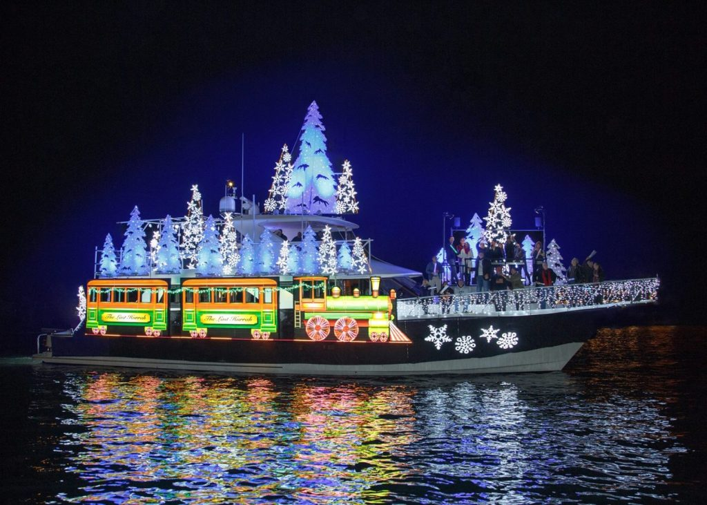 Newport Beach Christmas Boat Parade & Holiday Lights Cruises 2019