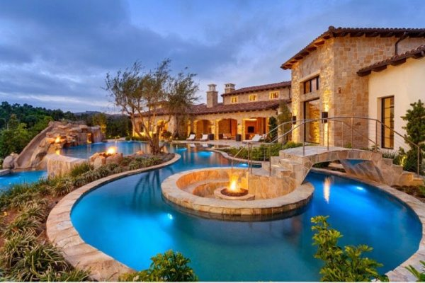 top 5 extravagant backyards