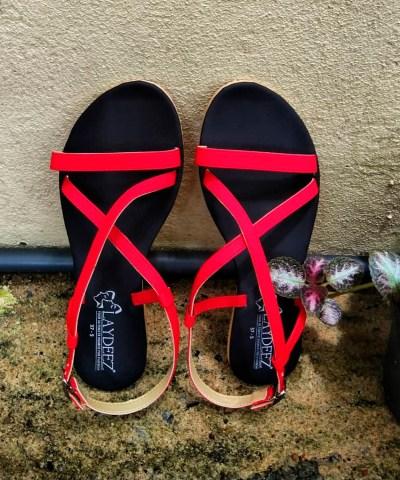 Laydeez Crossover Sandals In Red