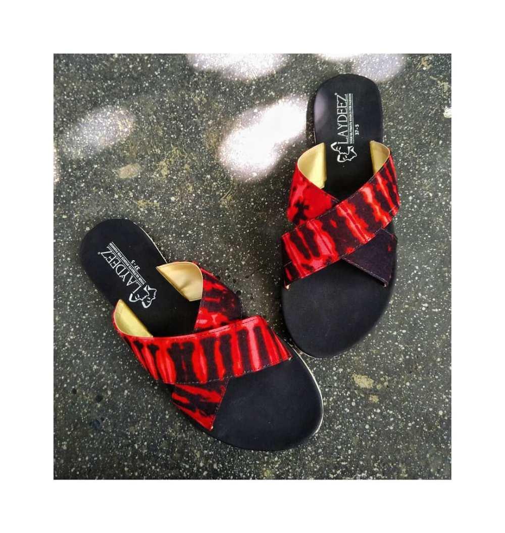 Laydeez Batik Crossovers Sandals in Red