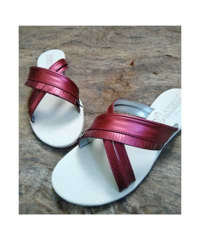 Laydeez Frill Detailed Crossover Sandals