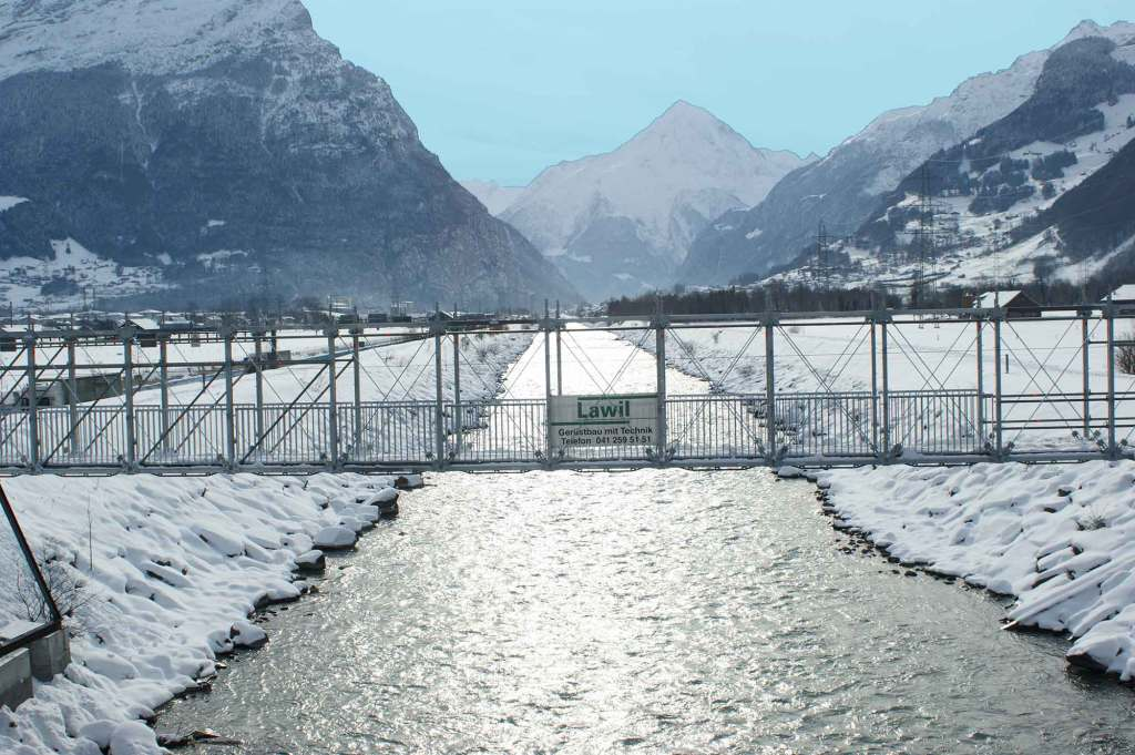 Allround Bridging System provided temporary bridge over river
