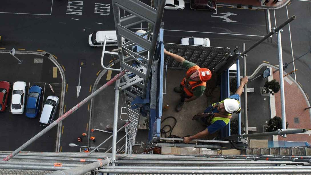 GEDA 500 ZZP hoist for scaffolding, materials and personnel