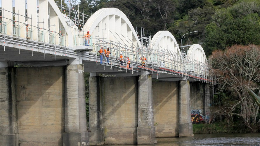 Counties Scaffolding were engaged in providing scaffolding access on the side of a bridge in Tuakau for the installation of fibre optic cables for Chorus.