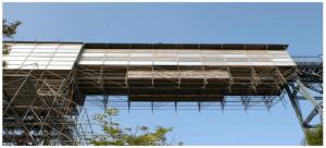 Ejemplo de montaje de una pasarela mediante verticales a tracción