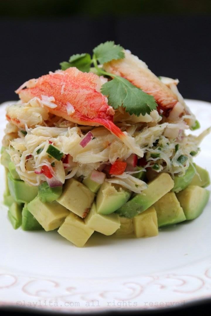 Salada de caranguejo em camadas