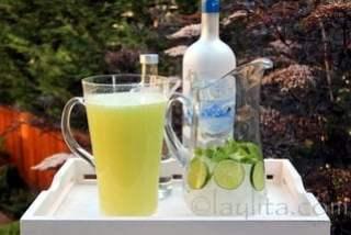 Ajouter le reste de l'eau et ajouter de la Vodka à votre convenance