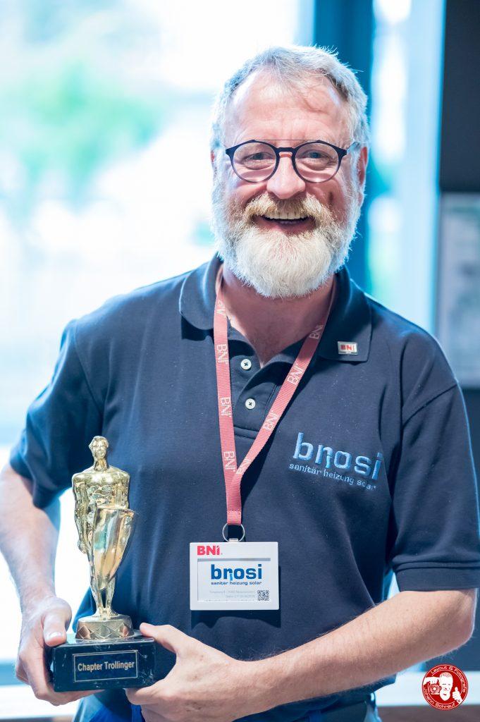 Joachim Brosi freut sich über den Trollinger-Oscar