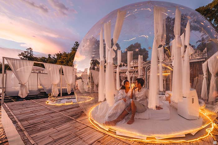 Couple in bubble