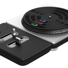 A DJ Hero turntable sure makes playing Overwatch's Lúcio a lot more entertaining