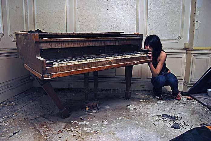 Lazyi-photography-model-piano-Detroit