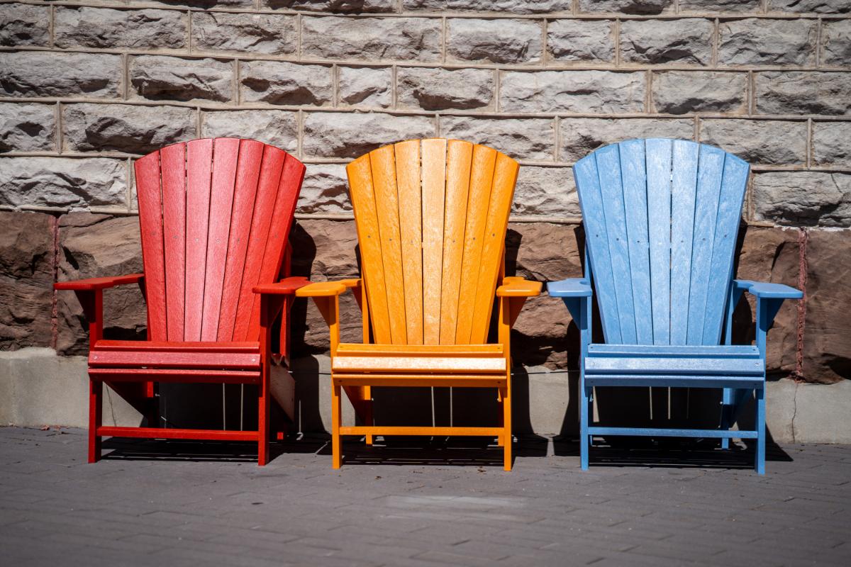https www lazysusanfurniture co uk blog garden furniture how to repaint wooden garden furniture