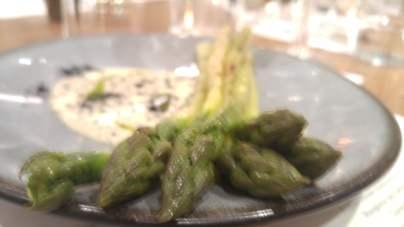 Grilled English asparagus, garlic yoghurt
