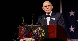 President Oaks Is Honored for His Lifelong Support of Freedom