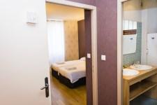 Salle de bains et Chambre Familiale Hôtel le Chalet à Ax les Thermes près l'Andorre