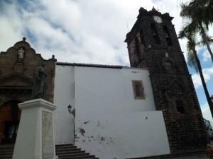La place de l'Espagne - L'église