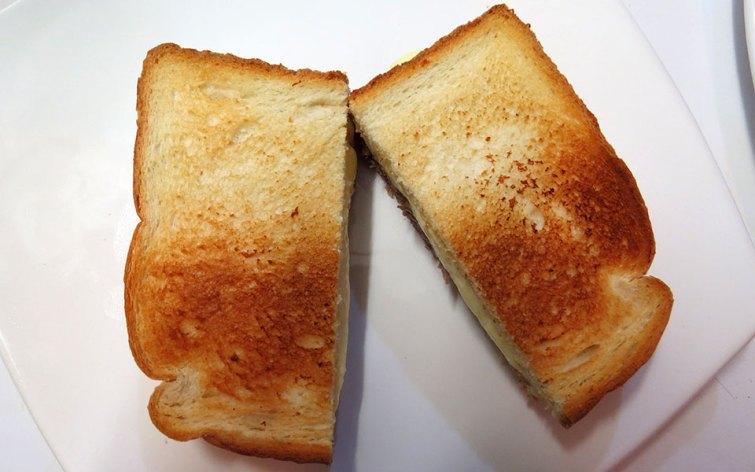 Sánguche de Mechada Luco en pan de molde listo para ser comido