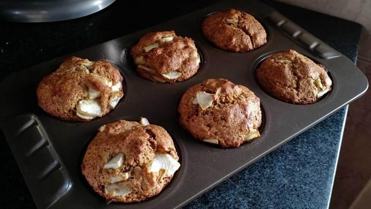 Muffins de masa madre recién salidos del horno