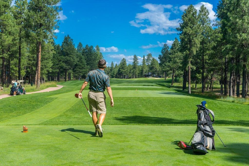 tenue golfeur été