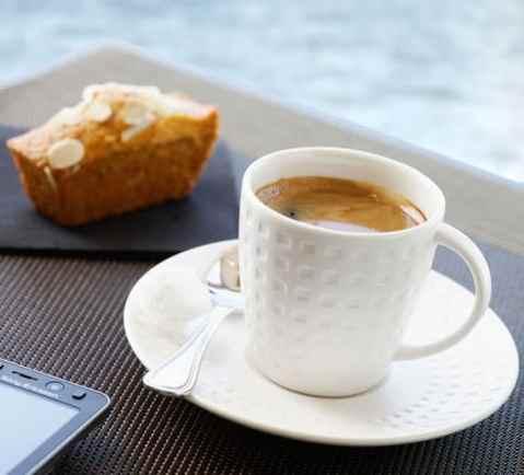 Pause café face à ala mer