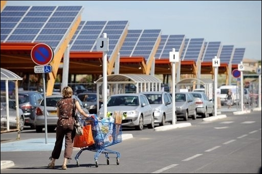 Parking du centre commercial Leclerc de Saint-Aunes dans le Languedoc