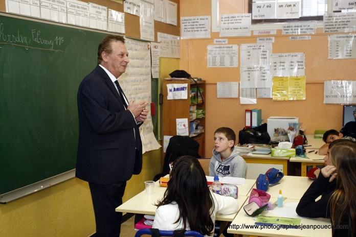 Jacques Cresta à la rencontre des classes de CM2 de l'école Jules Ferry de Toulouges